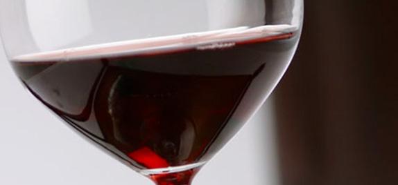 Un vino comune dal colore rosso rubino