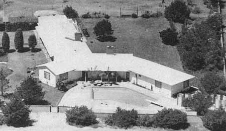 Lo strano ranch di John Fante a forma di ipsilon, situato di fronte all'oceano di Malibu, al 29981 di Cliffside Drive.